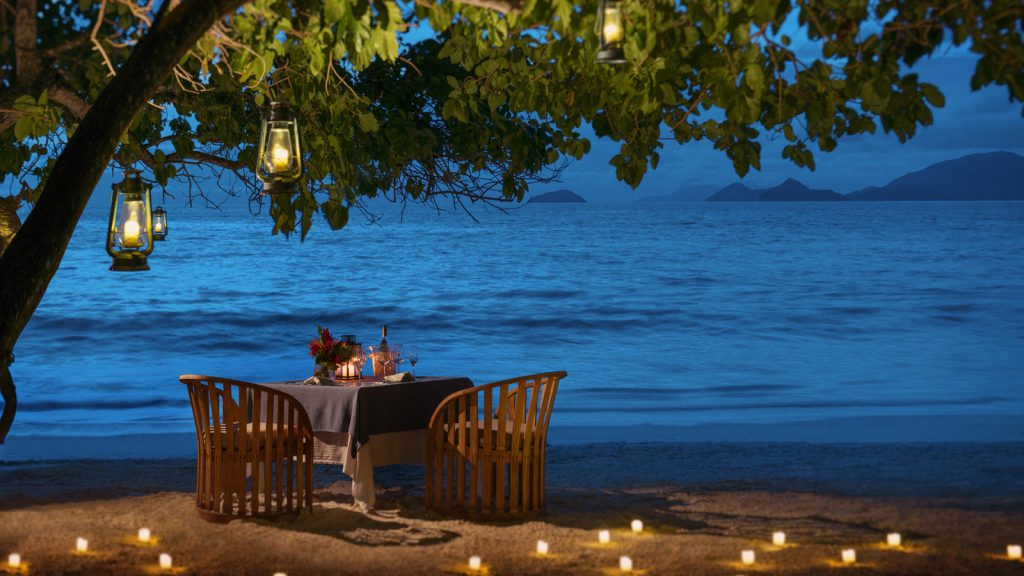 seychelles-romantic-dinner