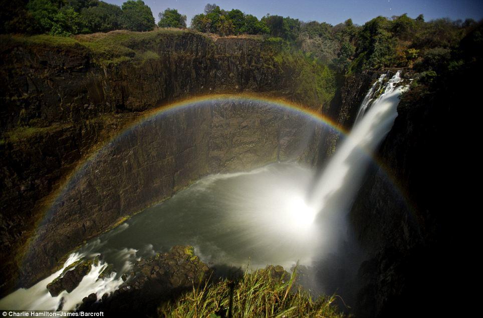 moonbow-at-victoria-falls