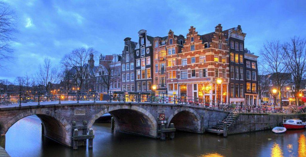 1400-hero-amsterdam-netherlands-dusk.imgcache.rev1409080358231.web