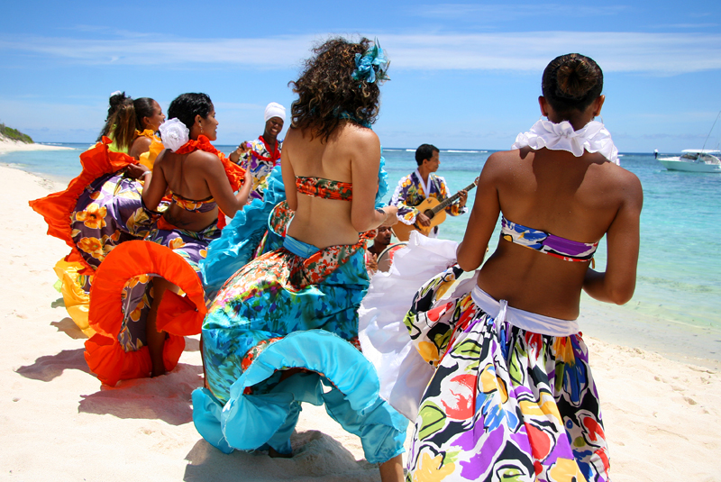 Mauritius-Sega-dancers-on-the-beach