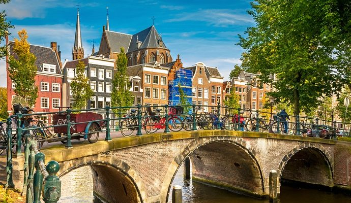 Amsterdam-Europe-canal